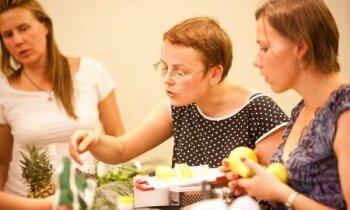 'Atvērt čakras uz garšvielām' un gatavot ātri – 'Delfi' apmeklē ātri gatavojamo ēdienu semināru