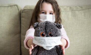 Министр: возможна ли отмена масок в детских летних лагерях Латвии?