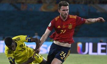 Spānijas izlase ar 900 piespēlēm nespēj apspēlēt Zviedrijas futbolistus