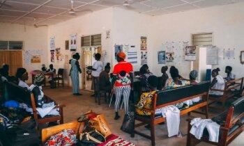 'Delfi' Ganā: Viena diena ciema klīnikā – govis pagalmā, HIV uzskaite un malārija