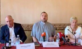 Video: 'Sitiet mani krustā' – priesteris Mediņš komentē Bruknas lietu