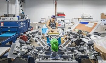 Latviešu 'Printful' gatavojas ASV iepirkšanās trakumam un pieņem darbā 100 cilvēkus