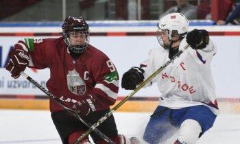 Latvijas U-18 hokejisti cīņu par atgriešanos elitē turpina ar 'sauso' uzvaru