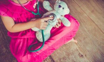 Ārste Liepājas slimnīcā atsakās veikt rentgenu un palaiž mājās ar plaušu karsoni, šokēta māmiņa