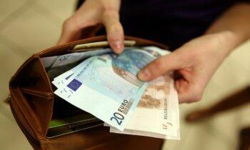 Бизнесмен: латвийцы не должны платить налоги с зарплат меньше 400-600 евро