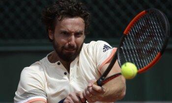 Gulbis pieļauj pārāk daudz dubultkļūdu un otrajā kārtā izstājas no 'French Open'