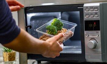 Neuzglabā pārtiku spilgtos traukos un neliec visus traukus mikroviļņu krāsnī
