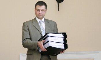 Dombrovskis EK 'kāro' pēc ar finansēm un ekonomiku saistīta 'portfeļa'