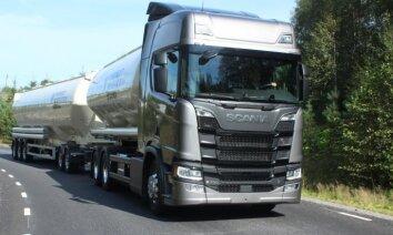 Pie stūres 60 tonnām un 730 zirgspēkiem: 'Delfi' izmēģina jauno 'Scania'