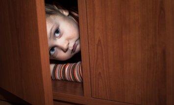 Vecāki lielveikalā publiski izrēķinās ar meitu; inspekcija aicina nepalikt vienaldzīgiem