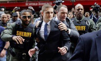 Tiesa attaisno Baltimoras policistu apsūdzībās saistībā ar melnādaina aizturētā nāvi