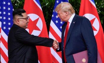 Sarunas ar Kimu Čenunu bija smagas, bet tad 'mēs iemīlējāmies', atklāj Tramps