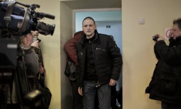 Krievijas opozīcijas līderis Udaļcovs cietumā pieteicis badastreiku