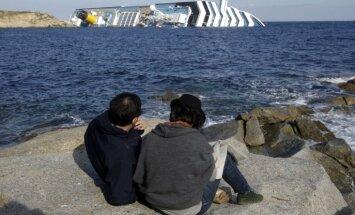 Laikraksts: starp Itālijas kruīzu kuģa katastrofā izglābtajiem ir 'Titānika' katastrofā izdzīvojušas sievietes mazmeita