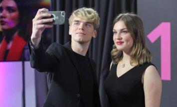 Foto: Lustīgā ballītē prezentēts LTV jauniešu seriāls '16+'