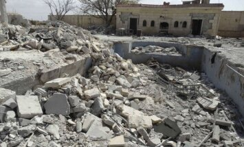 ASV vadītajos uzlidojumos Sīrijā sabombardētas džihādistu kontrolētas naftas pārstrādes iekārtas
