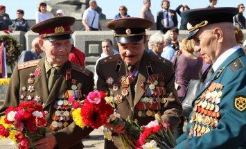 Медведев утвердил порядок выплаты пенсий ветеранам в странах Балтии