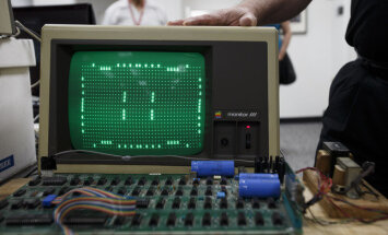 ASV sieviete pārstrādei nodod 'Apple' pirmo datoru 200 tūkstošu dolāru vērtībā