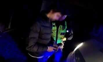 Par marihuānas glabāšanu un smēķēšanu Rīgā aiztur trīs jauniešus
