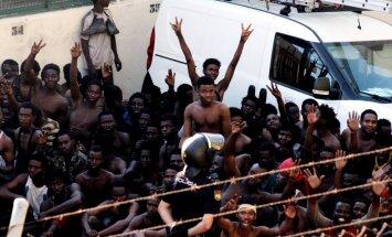 Foto: Spānijas Seutā ielauzušies 600 Āfrikas migranti