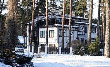 Policija atturas vērtēt, vai Rimšēviča mājas apzagšana saistītā ar pēdējo nedēļu notikumiem