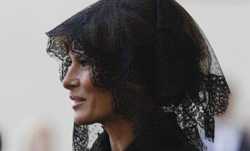 Foto: Melānijas Trampas stils vizītē pie pāvesta