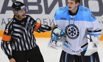 referee Eduard Odins and Sibir Alexei Krasikov
