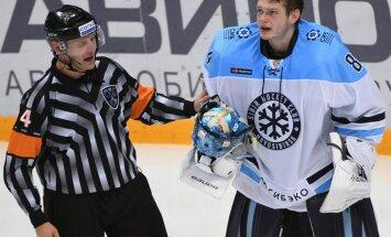 referee Eduard Odins and Sibir Alexei Krasikov