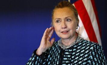 Jaunas sankcijas pret Irānu var izjaukt kodolsarunas, bažījas Klintone