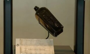 Austrālijas pludmalē uziets pasaulē senākais vēstījums pudelē