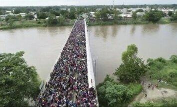 ANO: Uz ASV ejošajā nelegālo imigrantu kolonnā ir ap 7000 cilvēku