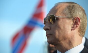 Putins ir iedzinis sevi stūrī un var ķerties pie 'netīrām lietiņām' Baltijā, brīdina Lūkass