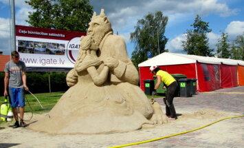 Foto: Kā top iemīļoti kino tēli smilšu festivālā Jelgavā