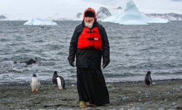 Video: Kirils Antarktīdā apciemo pingvīnus