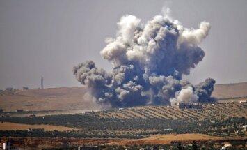 Video: Sīriešu un krievu lidmašīnas opozīciju atspiež ar paklāja veida bumbošanu