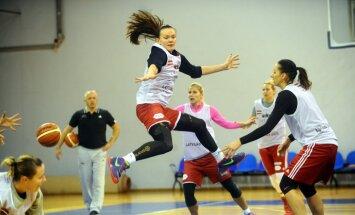 Latvijas sieviešu basketbola izlase treniņspēlē cīnās neizšķirti ar Baltkrieviju