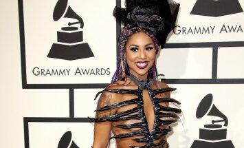 Foto: 'Grammy' stila katastrofas un drosmīgākie dekoltē