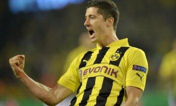 Levandovska četri gūtie vārti pietuvina 'Borussia' Čempionu līgas 'Vācijas finālam'