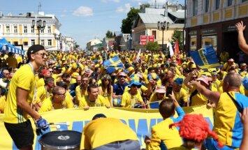Zviedru futbola fani izdzēruši visu alu Ņižņijnovgorodā