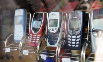 Bažījoties par noklausīšanos, Vācijas politiķi ārzemju vizītēs lieto vienreiz izmantojamos mobilos telefonus, vēsta izdevums