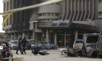 'Al Qaeda' uzbrukumā Burkinafaso galvaspilsētā 29 nogalinātie, tostarp 12 ārzemnieki