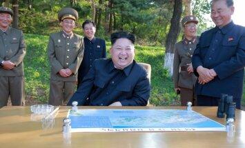 'Visa pasaule izskatās tik skaista', palaižot ballistisko raķeti, secina Kims Čenuns