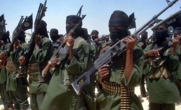 Somālijas islāmisti nosūta papildspēkus uz pilsētu, kur sestdien iebruka ASV specvienība