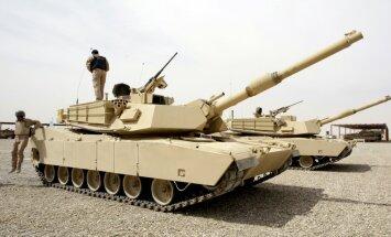 Latvijā ieradušies pieci ASV armijas rotas tanki un 12 bruņumašīnas