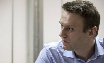 ASV nevajadzētu Ukrainai sūtīt letālo bruņojumu, uzskata Navaļnijs