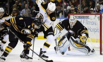 Girgensona 'Sabres' nenosargā pārsvaru spēlē pret 'Bruins'