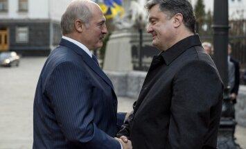 Лукашенко: ответственность за ситуацию в Донбассе лежит на Порошенко
