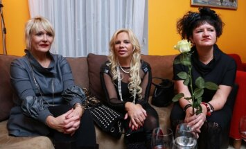 64 krēsli, Elita Patmalniece, Lolita Neimane