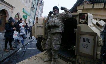 Polija oficiāli sveic Austrumeiropas aizsardzībai nosūtītos ASV karavīrus