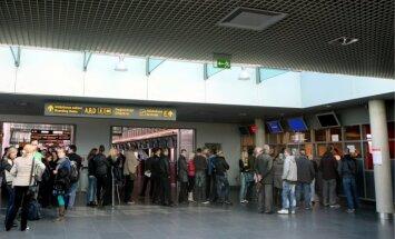 Rīgas lidostā aiztur policijas meklēšanā esošu Latvijas pilsoni